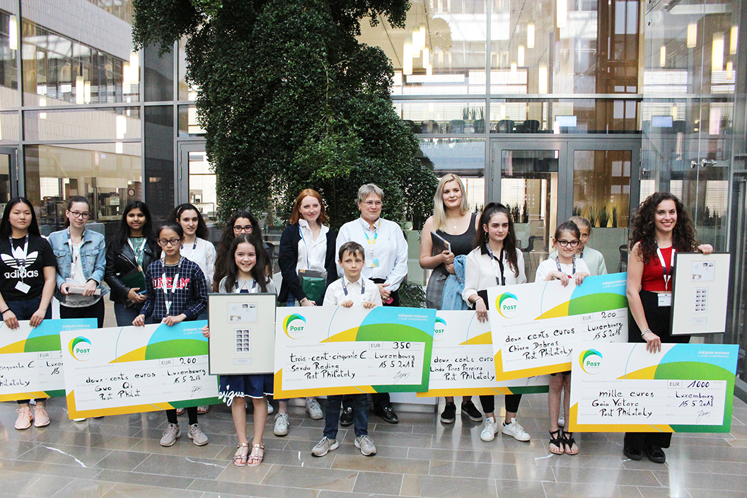 Winners of the Philatelic Drawing Contest 2018 received their prices